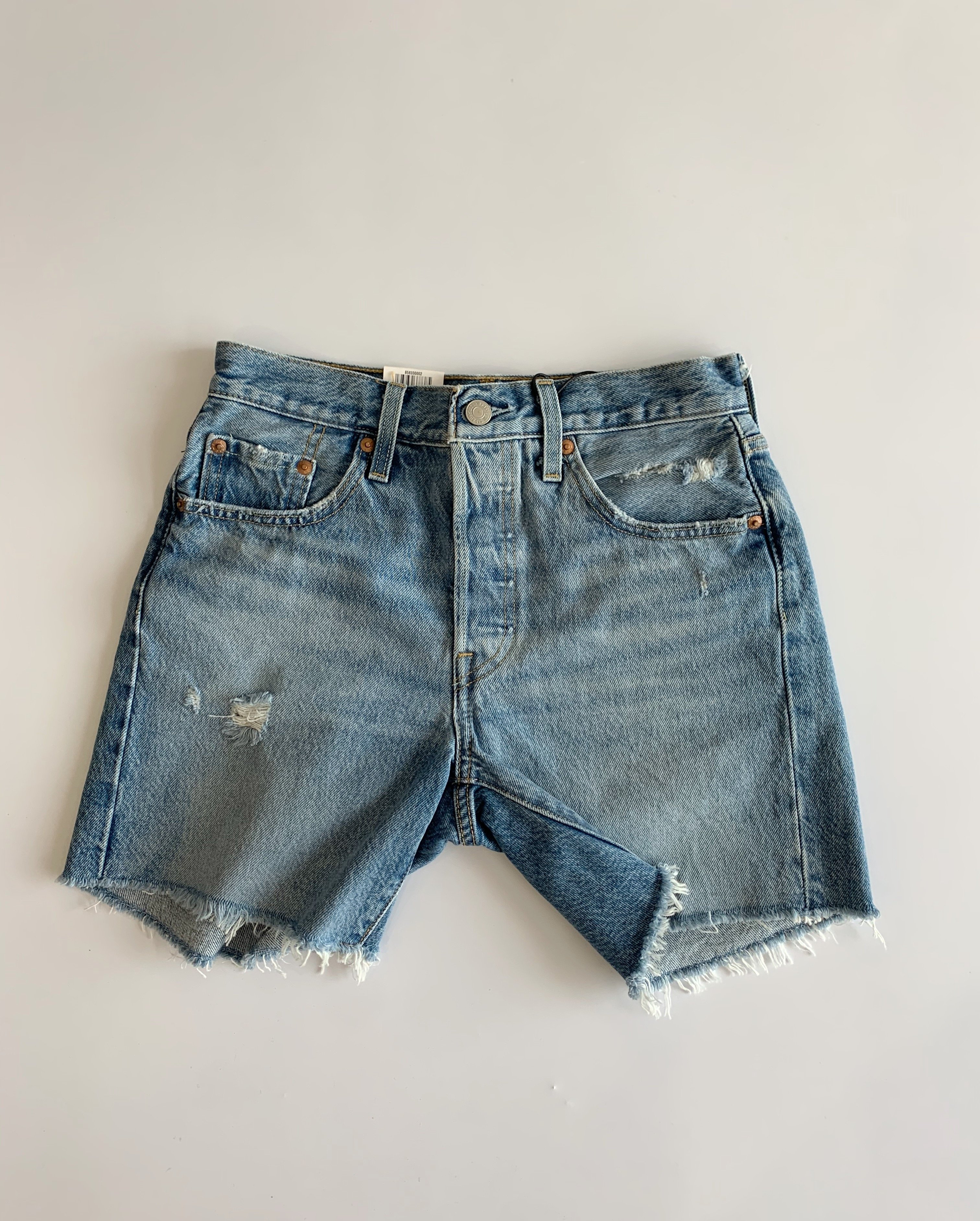 Image of Levis 501 Mid Thigh Short - Luxor Street