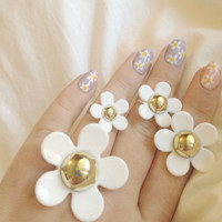 The Daisy Marc Jacobs Ring by GoldenGlitterr on Etsy