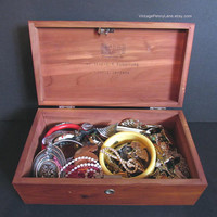 Vintage Cedar Chest Box Lot Women's Costume Jewelry / Jewellery, Assorted Items