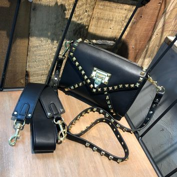 VALENTINO WOMEN'S LEATHER INCLINED SHOULDER BAG
