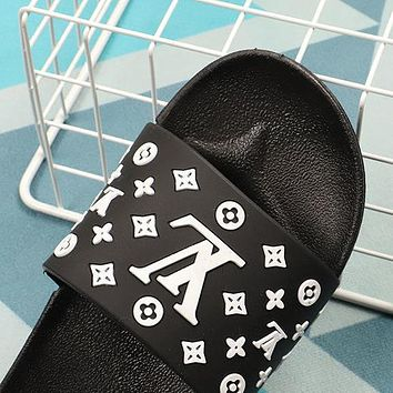 LV Louis Vuitton new slippers fashion outer wear student flat beach sandals slippers Shoes Black
