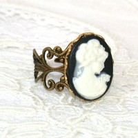 Vintage Black and White Ring by roomofyourown on Etsy
