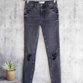 free people - busted knee high rise distressed skinny jeans - black