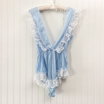 Renette lingerie // 1970s baby blue & white nylon lace plunging bust teddie slip // bloomer panties scandalous // size S