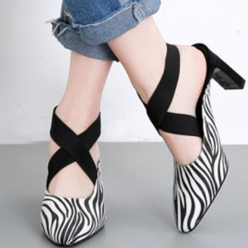 Hot style open-toe cross strap with pointed toes and thick, versatile shoes