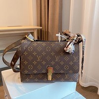 LV Louis Vuitton canvas women's shoulder bag messenger bag