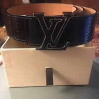 Louis Vuitton Belt, woman accessory, black lacquered, buckle black with silver.