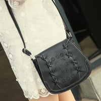 2017 New Fashion Leather Crossbody Small Crossbody Bag Zipper Casual Solid Bag Hollow Out Design For