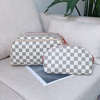 LV Fashionable printed super capacity double zipper presenile toiletry bag ladies