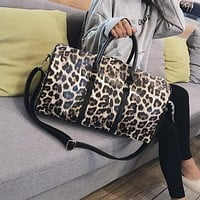 Fashion Travel Bag Women Duffle Carry on Luggage Bag Leopard Printing PU Leather Travel Totes Ladies Big Overnight Weekend Bags