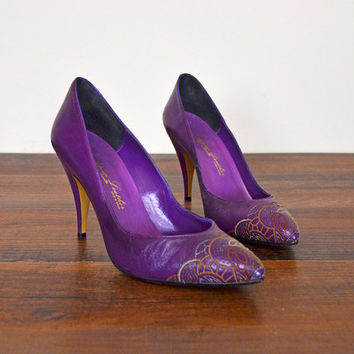 Vintage 70s 80s Purple Leather Heels Leather High Heels Classic Pumps Embroidered Toe Heels Pointy Toe Italian Leather Women Size 6M 6 M