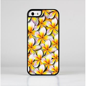 The Vibrant Yellow Flower Pattern Skin-Sert Case for the Apple iPhone 5/5s