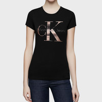 Calvin Klein Jeans Women's Fashion Large Logo Casual Short-sleeve T-shirt