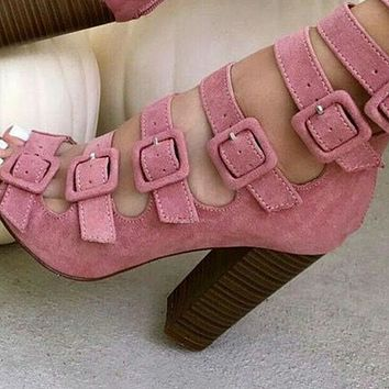 Thick-heeled sandals with multiple straps and belt buckle