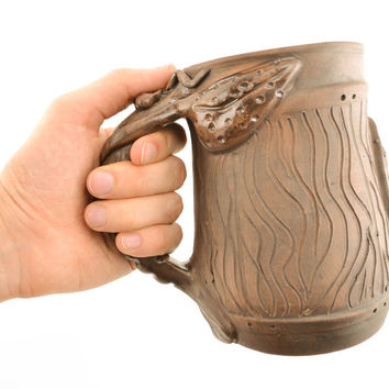 Ceramic beer mug with handle in the shape of crawfish