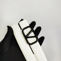 Valentino men and women apply casual simple black buckle white belt