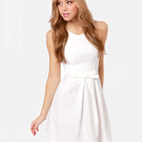 WowDresses — Gorgeous White A-line Round Neckline Mini Graduation Dress