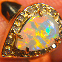 WOMAN'S OPAL RING, 18K SOLID GOLD SIZE 7.75, 5.47 GRAMS