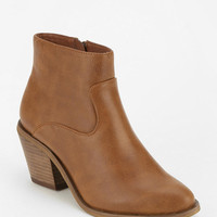 Ecote Pointy-Toed Ankle Boot - Urban Outfitters