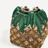 PINEAPPLE BUCKET BAG WITH BEADS DETAILS