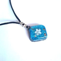 Pendant-Orgonite-Shungit-flower-petals-magical golden-pearl-blue one to five gold-