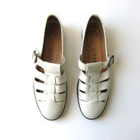 Leather CREAM Sandals Vintage 80s CUT OUT Minimal Off White Flats Buckled Strappy Sandals Women's Ballerina Sandals Size 7