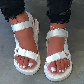 2020 new summer breathable comfortable one button casual flat bottom beach shoes