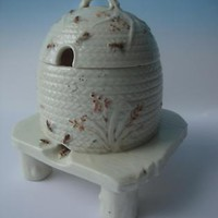 BELLEEK IRELAND PORCELAIN HONEY POT ~ 1st BLACK MARK c1863-1891