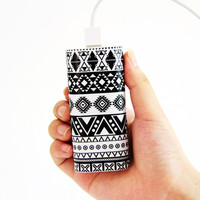 Retro Aztec Pattern Power Bank Charger for iPhone and Samsung