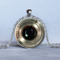 VINTAGE CAMERA LENS Pendant Silver and Black Camera Necklace Photography Pendant Photographer Gift Antique Camera Lens Jewelry