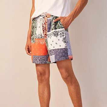 Men Scarf Print Slant Pocket Shorts