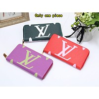 """LV""  Louis Vuitton two-color printing versatile zipper double card long wallet"