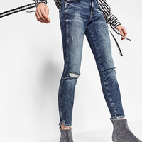 FADED JEANS DETAILS