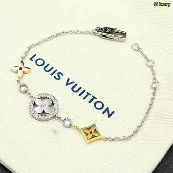 LV Louis Vuitton Stylish Women Cute Bracelet Hand Catenary Silvery