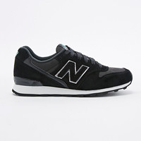 New Balance - Baskets de course 996 noires - Urban Outfitters