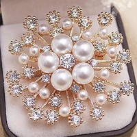 Fashion Gold Tone! High Quality Imitation Pearl And Crystals Flower Bouquet Brooch For Wedding Elegant Women Gift Brooch Pin