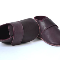 Handmade soft sole leather baby girl shoes / Baby girl fall winter shoes / Dark purple aubergine velcro baby shoes / Wool lined baby shoes