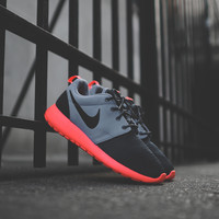 NIKE Roshe Run - Dark Magnet Grey / Black / Mango