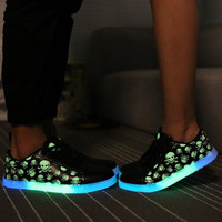 2016 Korean couple emitting luminous casual shoes men women fashion high quality glow in the dark led skull Fluorescent shoes