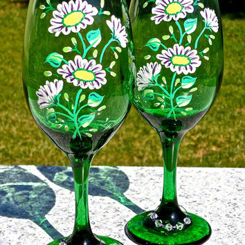 Painted Wine Glasses With Daisies And Beaded  Wine Glass Charms, Mothers Day Gift, Birthday Gift, Wedding Gift, Gifts For Her