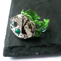 Steampunk Jewellery Ring Vintage Watch Ring clockwork Green filigree Emerald vitrail  Swarovski crystal  ready to ship