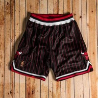 Mitchell & Ness - 1996-97 Authentic Shorts Chicago Bulls (Black/Red/White)