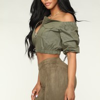 Leading The Troops Off Shoulder - Olive
