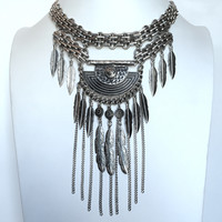Renowned Feather Statement Necklace Set In Silver