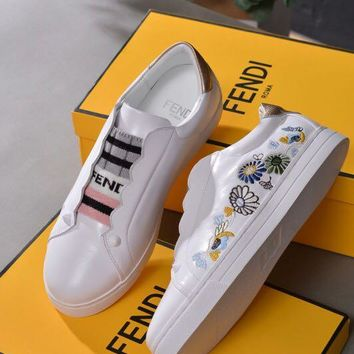 shosouvenir FENDI Embroidered sham lace for casual white shoes