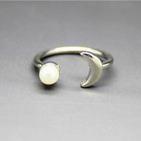 2016 New fashion simple pearl moon ring charm open rings for women jewelry