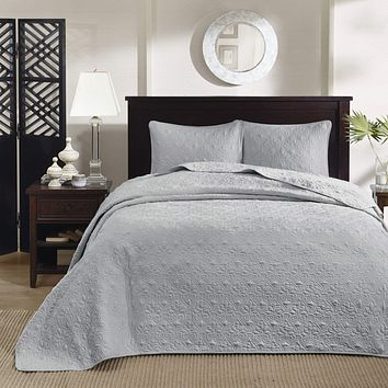"""Madison Park Quebec King Size Quilt Bedding Set - Grey , Damask – 3 Piece Bedding Quilt Coverlets – Ultra Soft Microfiber Bed Quilts Quilted Coverlet King(120""""x118"""")"""