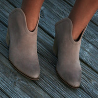 SZ 8 Chinese Laundry Wanderlust Taupe Suede Bootie