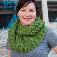 Super Chunky Women's infinity scarf, knitted scarf, super chunky scarf, knitted infinity scarf, cowl scarf