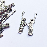 set of 5 pieces Statue of Liberty charms, 10mm x 20mm, silver metal alloy - C127